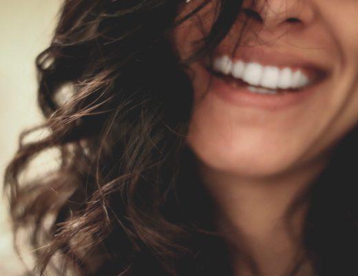 Zabiegi wspomagające higienę naszych zębów