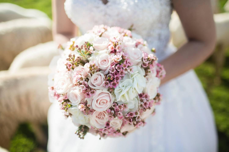 Goździki jako element stylizacji ślubnej